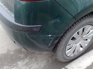 Царапина на заднем крыле автомобиля эконом класса